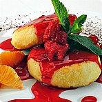 Творожные сырники с малиновым соусом
